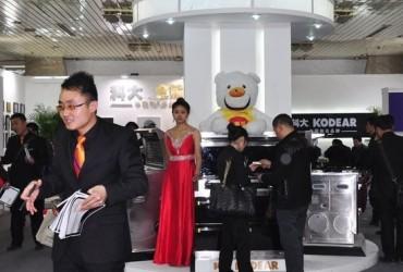 美女坐阵 2013北京建博会科大集成灶展馆热闹非凡