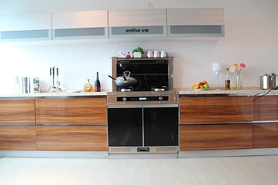 【产品测评】亿田集成灶风隐F1 强静侧吸打造完美厨房