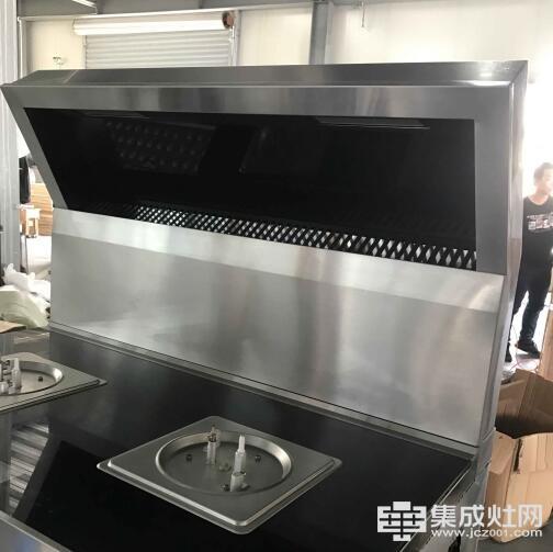 普尔集成灶:匠心打造专业厨电