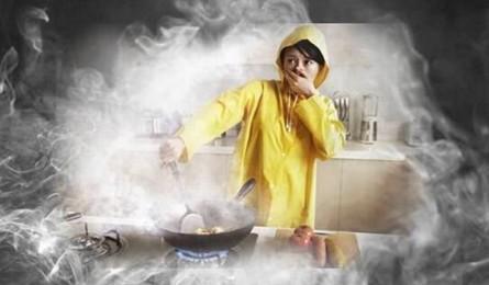 厨房危机四伏 看集成灶如何将油烟一网打尽