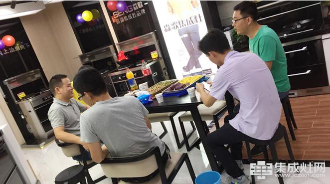森歌集成灶深圳龙岗专卖店:抓住机遇 树立形象