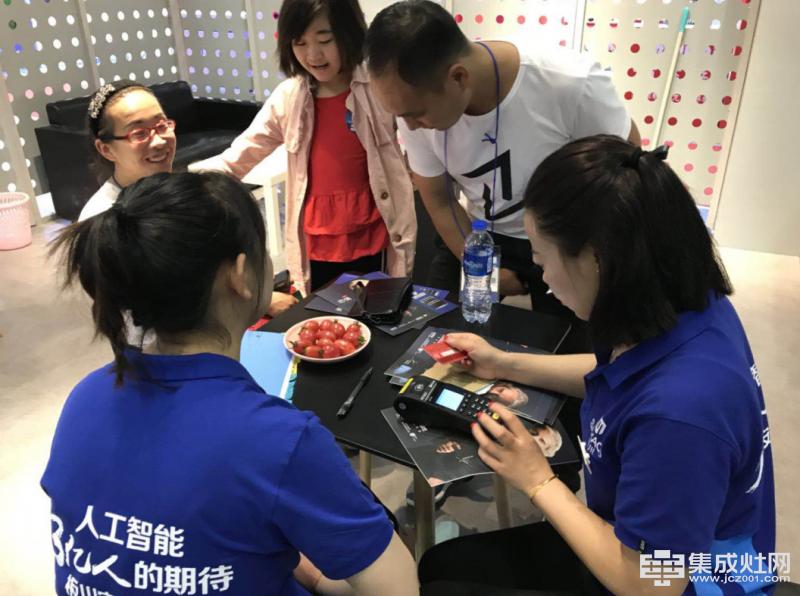 板川集成灶上海展开馆大捷