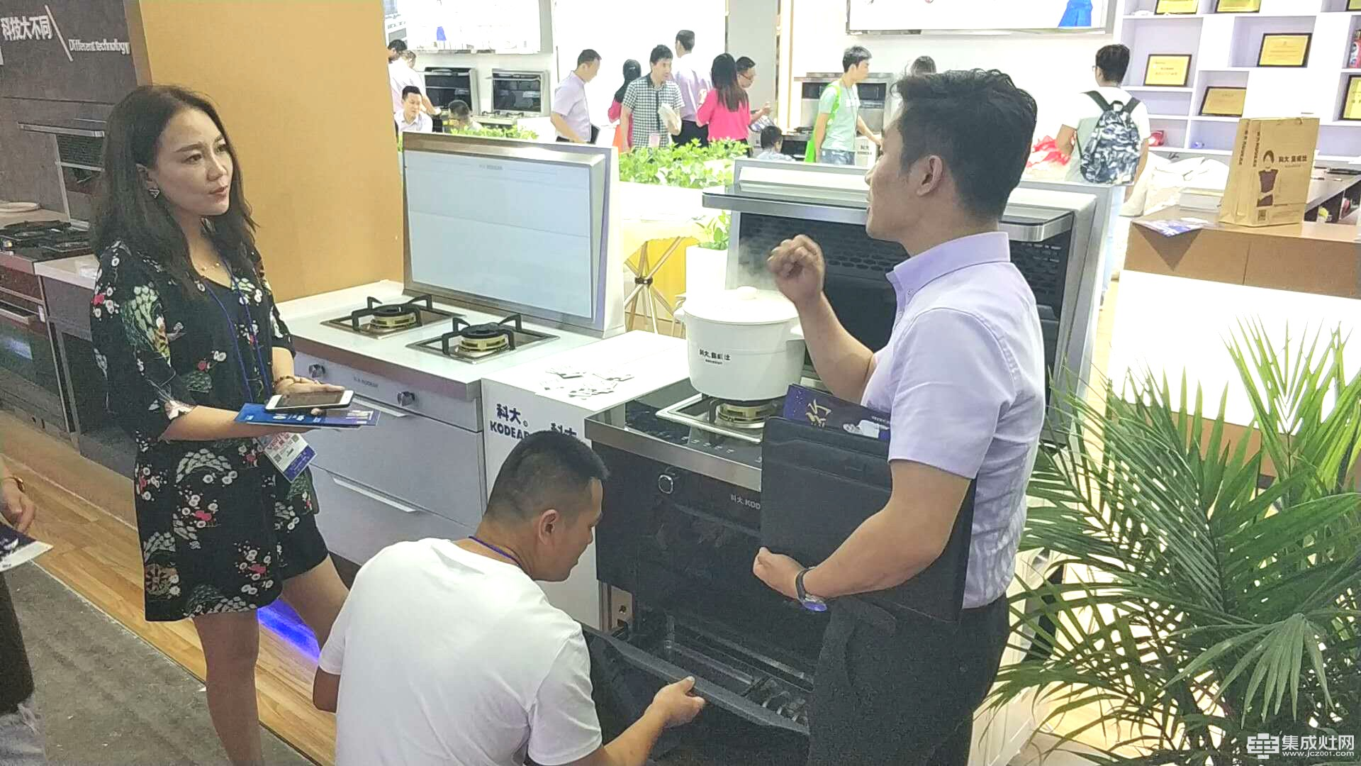 实力抢镜 上海厨卫展最火集成灶品牌就是科大了