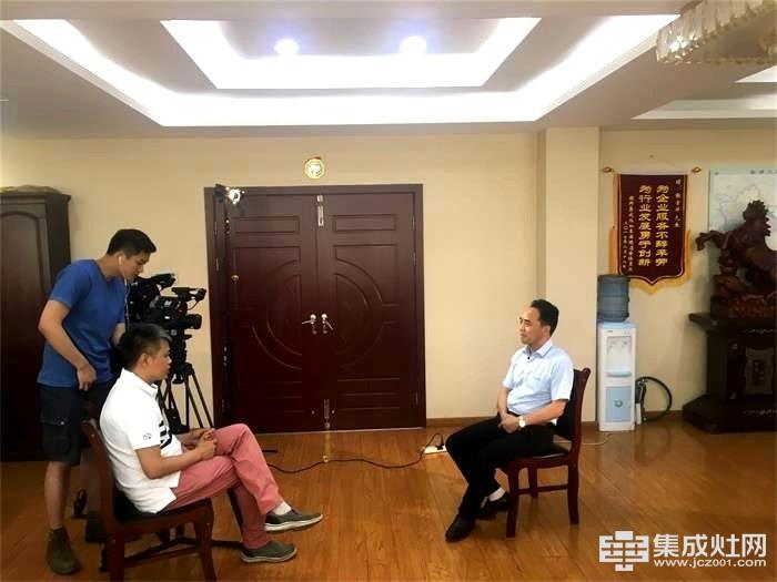 CCTV-12《社会与法制》栏目组走进潮邦集成灶