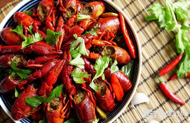 博净分体式集成灶:在外吃小龙虾怕不干净 在家吃小龙虾怕