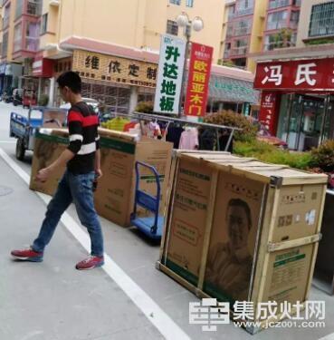 杰森集成灶师傅不是在送货的路上 就是在业主家安装杰森产品