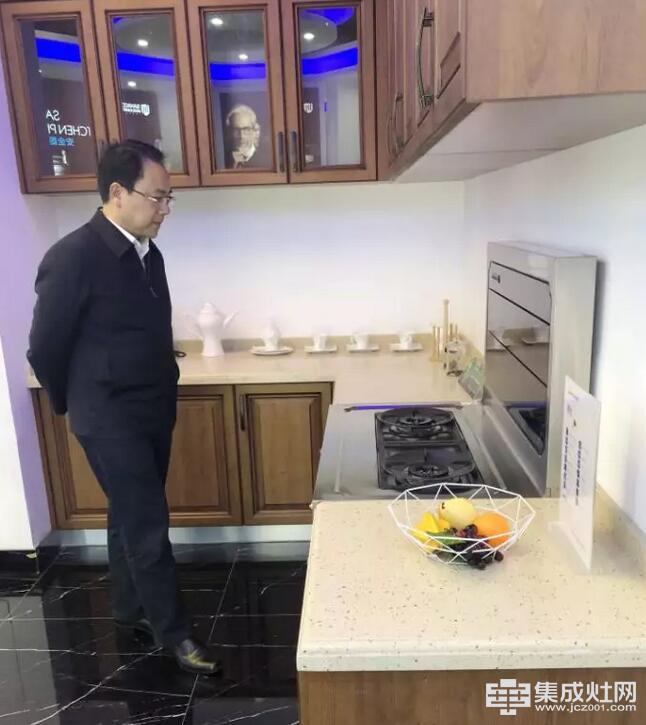嵊州市副市长莅临板川集成灶工厂参观指导