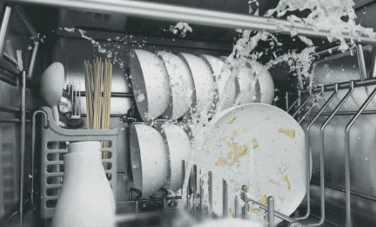 雅士林集成灶:传统洗碗机VS水槽洗碗机 谁更胜一筹