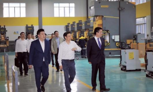 绍兴市副市长邵全卯调研雅士林集成灶