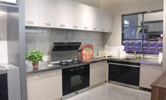 力巨人:没有集成灶的开放式厨房是不完整的