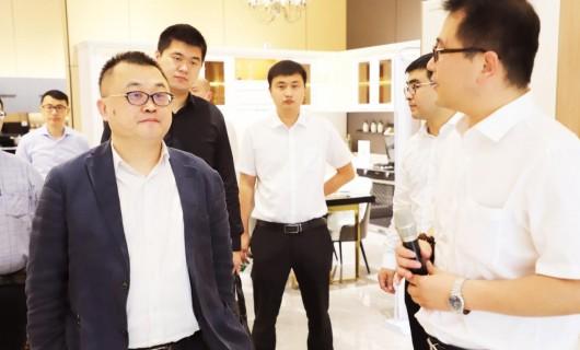 苏宁易购家电集团副总裁刘东皓一行调研亿田智能厨电 为健康厨房好物打call
