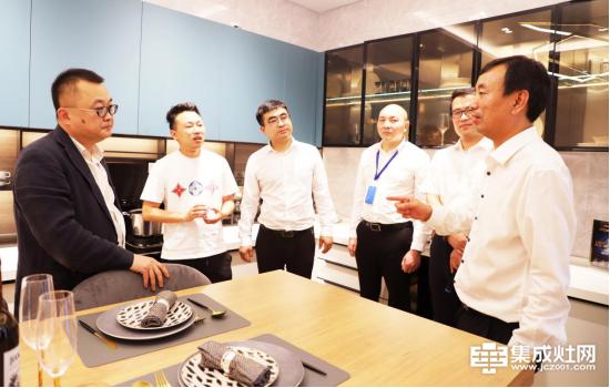 苏宁&亿田战略合作暨零售云头等舱品牌签约