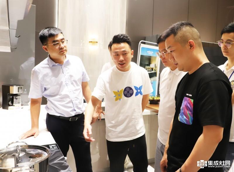 天猫厨电行业资深运营专家团一行调研亿田智能厨电
